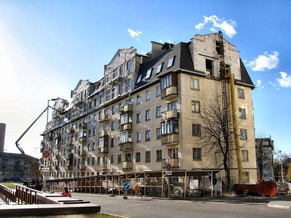 В процессе эксплуатации стоимость зданий снижается в результате износа и утраты рыночных характеристик.